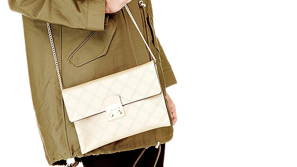 3f128669b239d Come si abbinano le borse colorate senza sbagliare outfit  3 preziosi  consigli